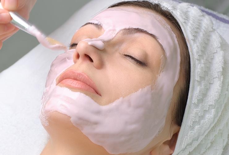 DIY Strawberry Mask to Lighten and Brighten Your Skin