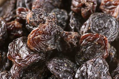 black currant dried