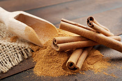 cinnamon-powder-herb-op - 10 Natural Ways To Tighten Sagging Skin - How To Tips