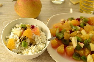 fruit cottage cheese breakfast