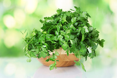 http://www.top10homeremedies.com/wp-content/uploads/2014/11/parsley-green-pot-opt.jpg