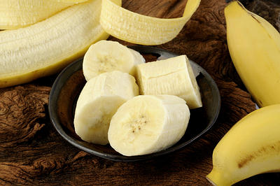 Sliced banana in bowl-opt