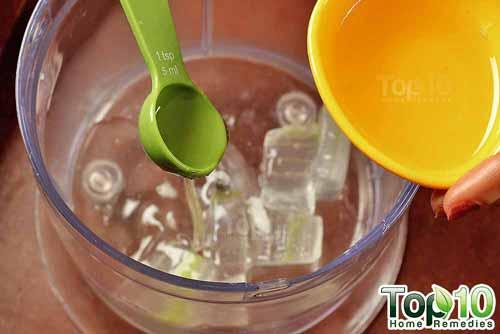 homemade coconut-oil-and-aloe vera moisturizer step2s