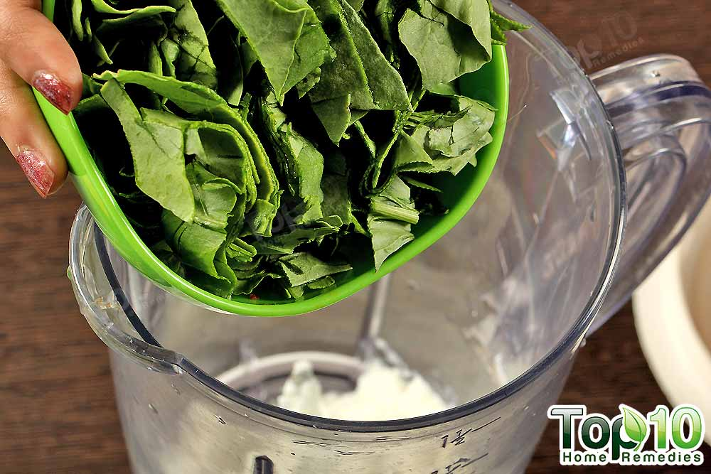 Add A Handful Of Spinach Leaves Diy Weight Loss Smoothie Step2