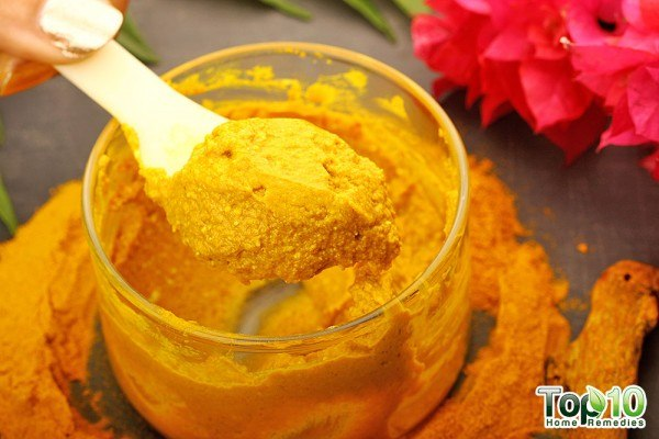 DIY turmeric mask for wrinkles scars dark circles