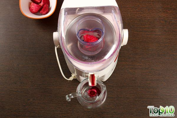 DIY juice for glowing skin-add beetroot