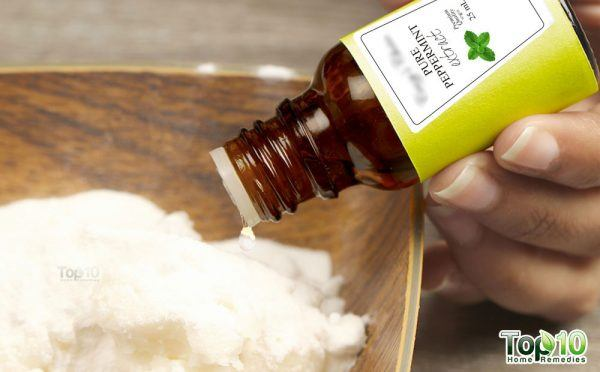 DIY toothpaste-add peppermint extract