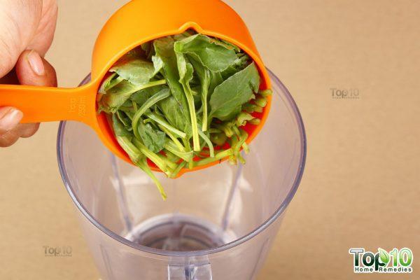 Detox smoothie-add spinach