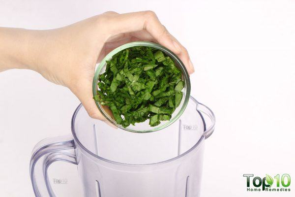 place spinach in blender