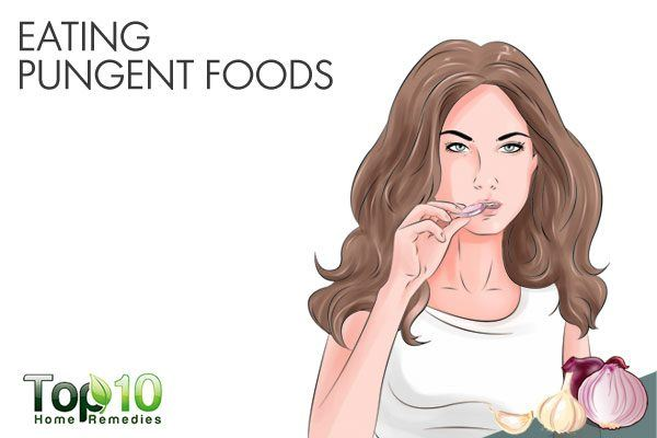 eating pungent foods causes bad breath