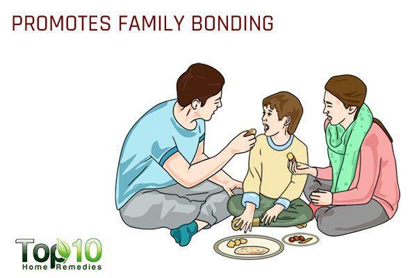 sitting on floor while eating promotes family bonding
