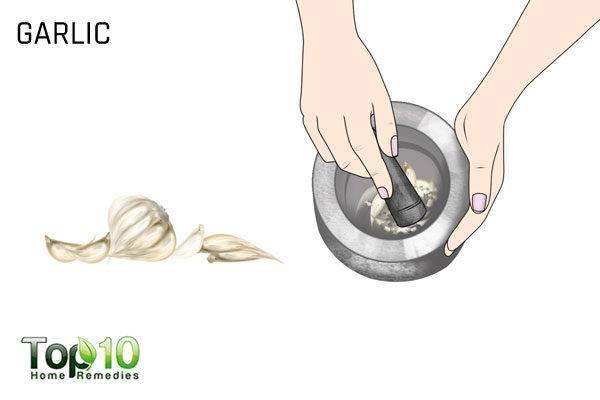 garlic to treat flat warts