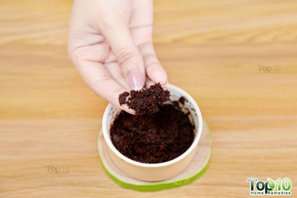 how to make coffee and coconut milk face scrub