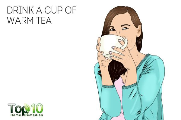 Drink a cup of warm tea to deal with jaw pain