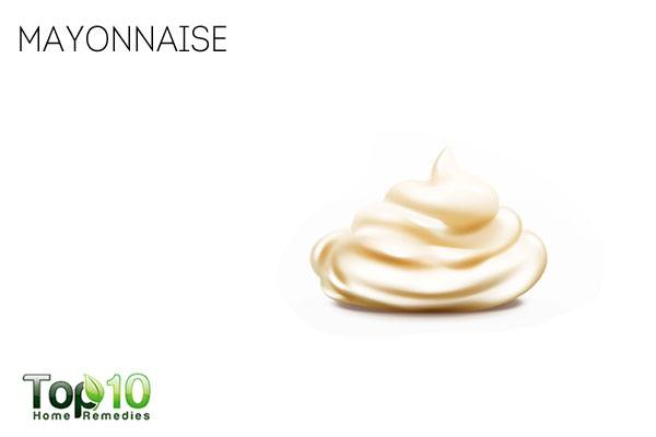 Apply mayonnaise to condition your hair and get rid of dry scalp