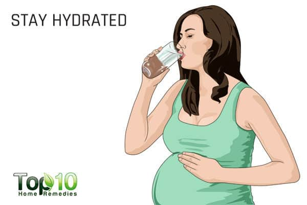 stay hydrated to relieve pregnancy rhinitis