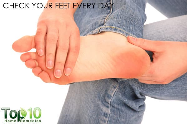 diabetics should check their feet daily