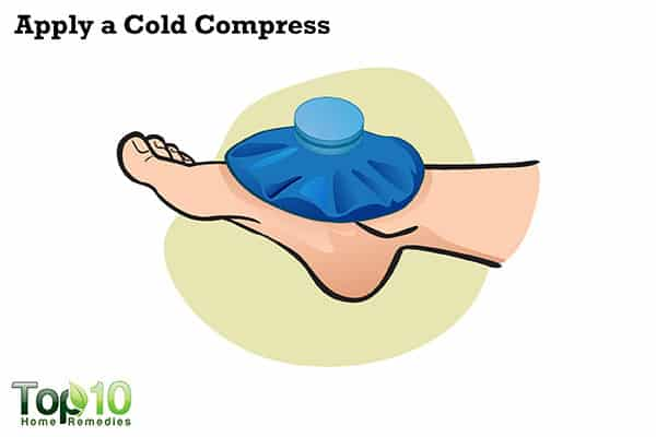 cold compress to relieve jellyfish sting