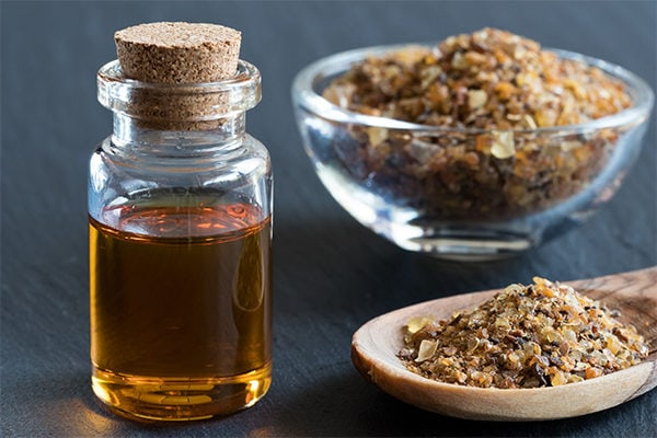 Myrrh essential oil to fight wrinkles, age spots and signs of aging