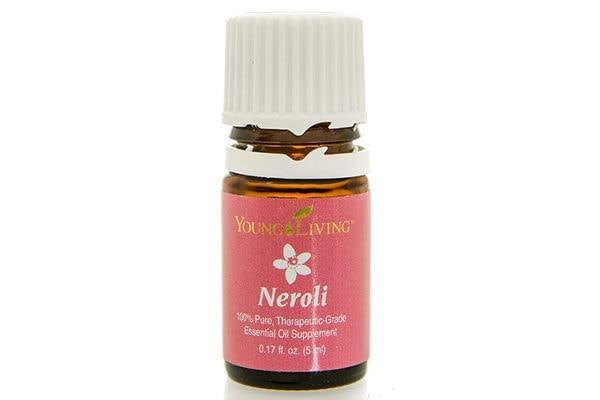 Neroli essential oil to fight wrinkles, age spots and signs of aging