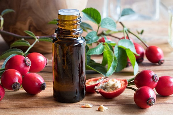 Rose hip essential oil to fight wrinkles, age spots and signs of aging